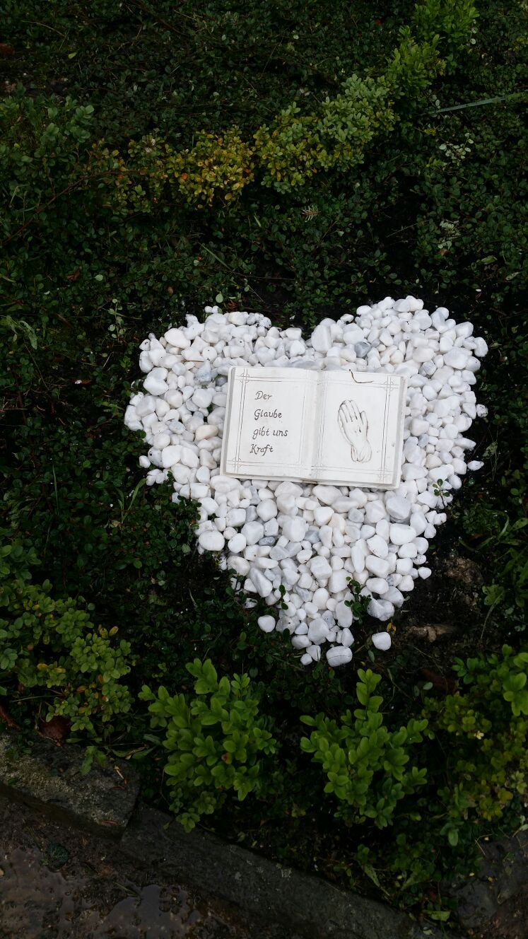 Hausmeisterservice – Gartenpflege – Grabpflege – Kleinbeetpflege II