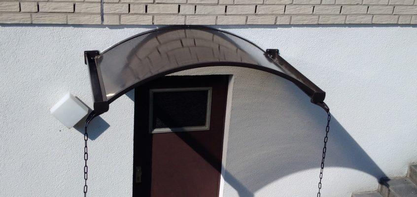 Hausmeisterservice – Montage Vordach für Haustüre aus Aluminium und Kunststoff