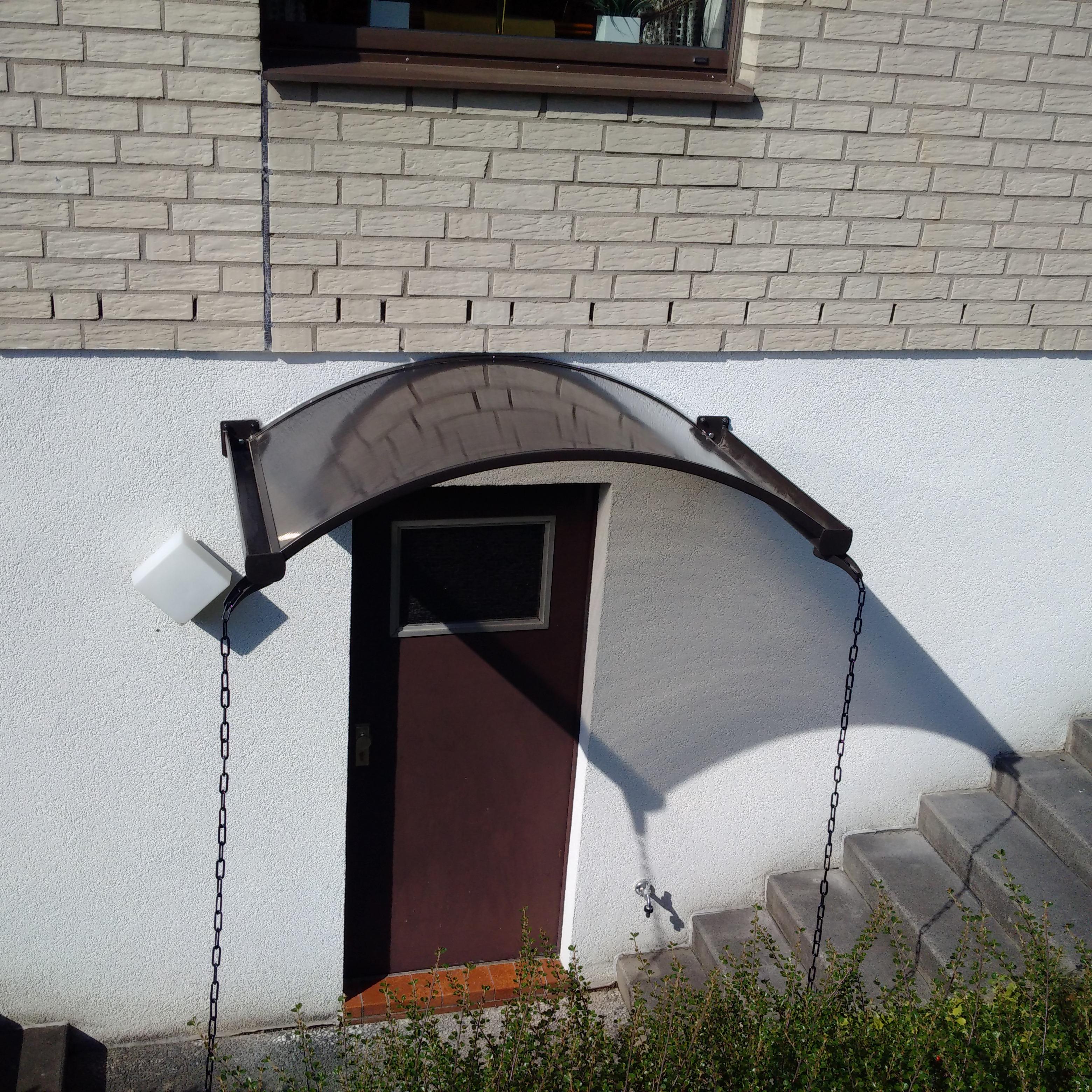 Turbo Hausmeisterservice – Montage Vordach für Haustüre aus Aluminium VZ47