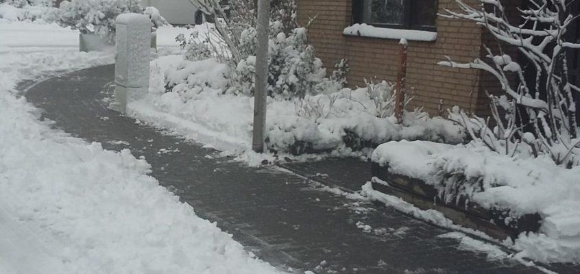 Hausmeisterservice – Winterdienst – Schneeräumung mit SCHNEEADE Schieber
